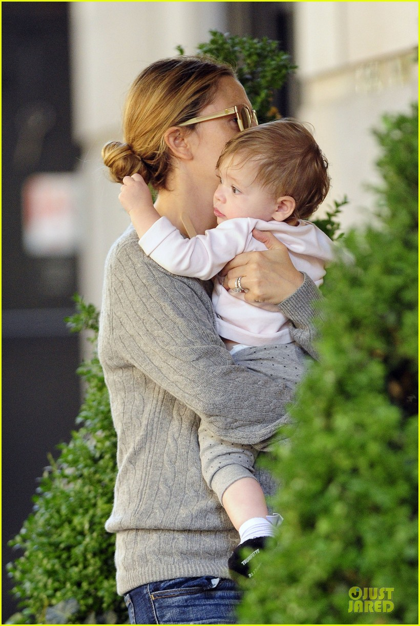drew barrymore carries olive before nyc ballet gala 022956381