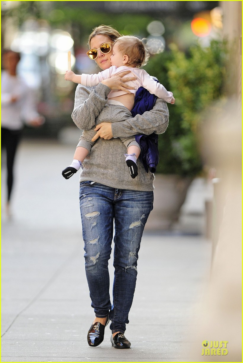 drew barrymore carries olive before nyc ballet gala 032956382