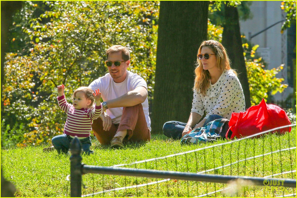 drew barrymore will kopelman central park fun with olive 162962228