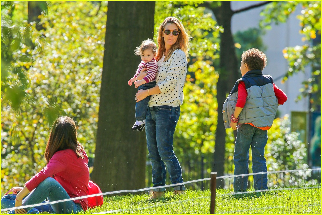 drew barrymore will kopelman central park fun with olive 232962235