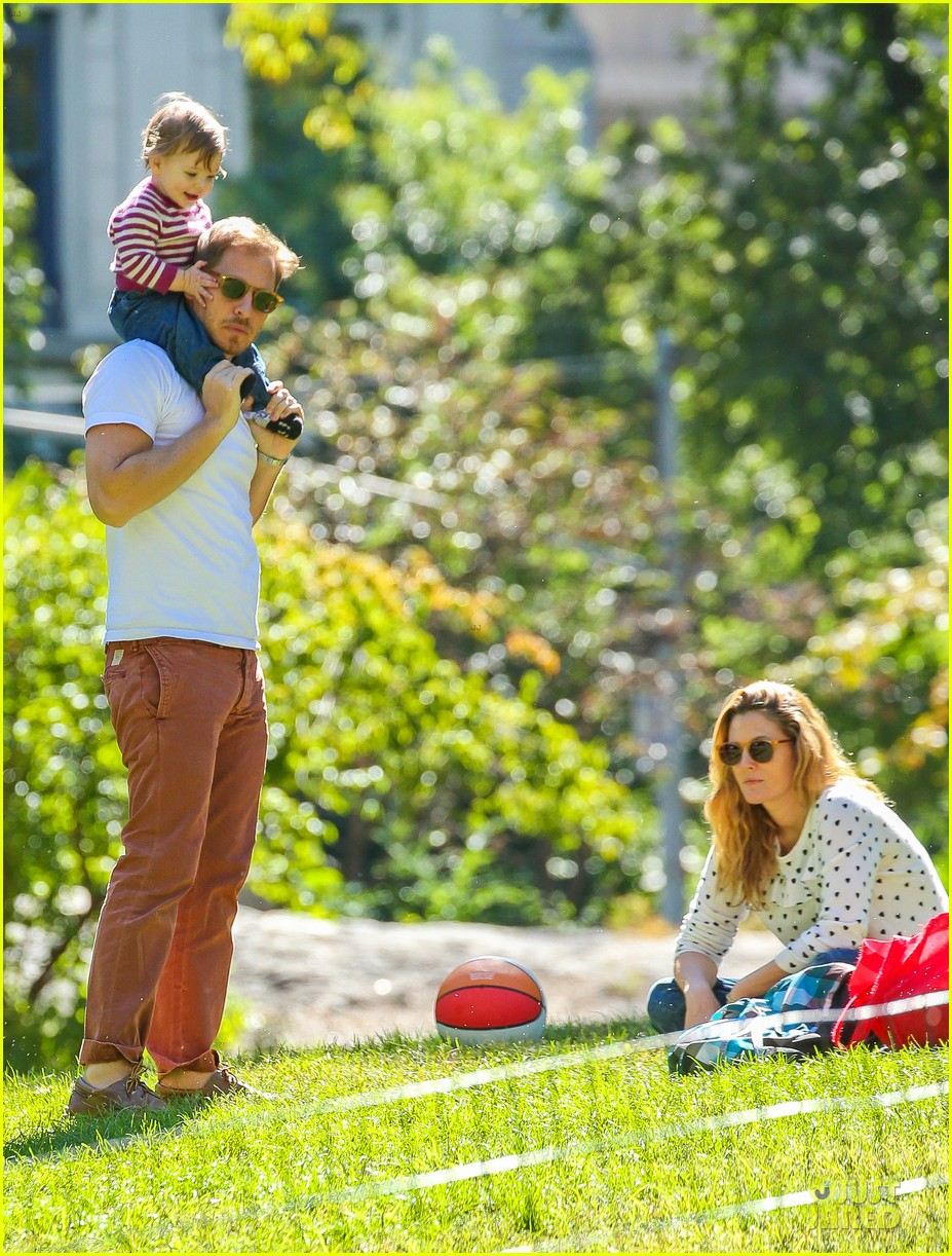 drew barrymore will kopelman central park fun with olive 292962241