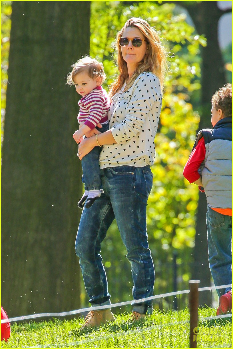 drew barrymore will kopelman central park fun with olive 322962244