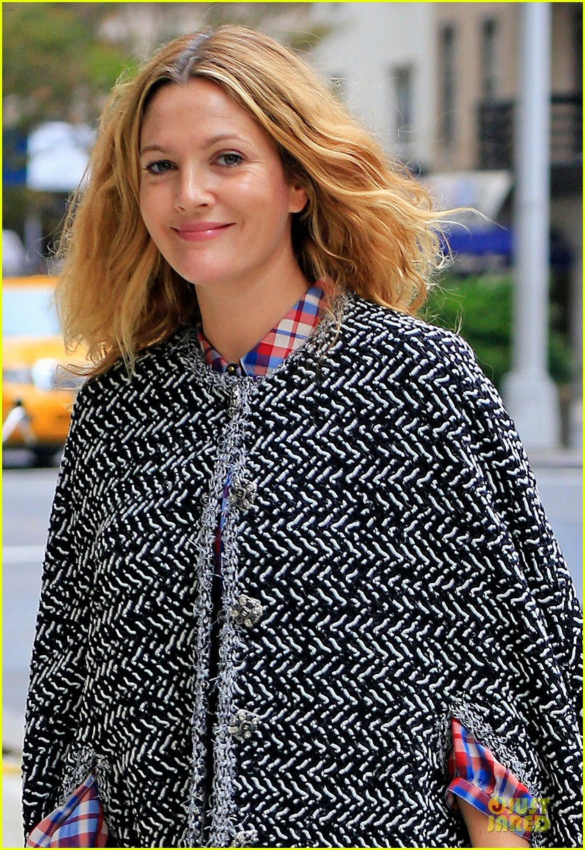 drew barrymore talks olive first birthday party plans 042952113