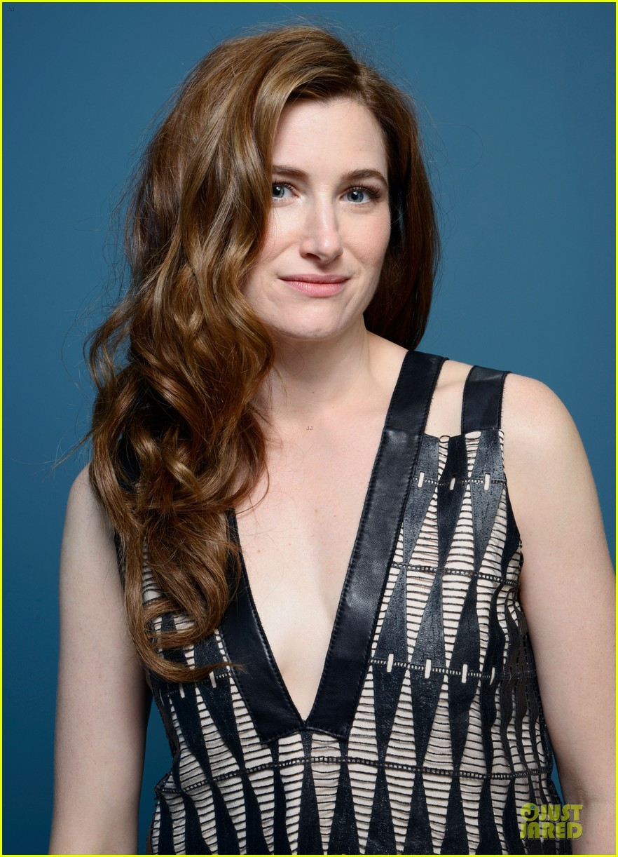 Kathryn Hahn earned a  million dollar salary, leaving the net worth at 2 million in 2017