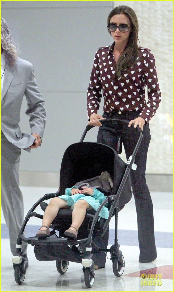 victoria beckham hearts harper at jfk airport 07