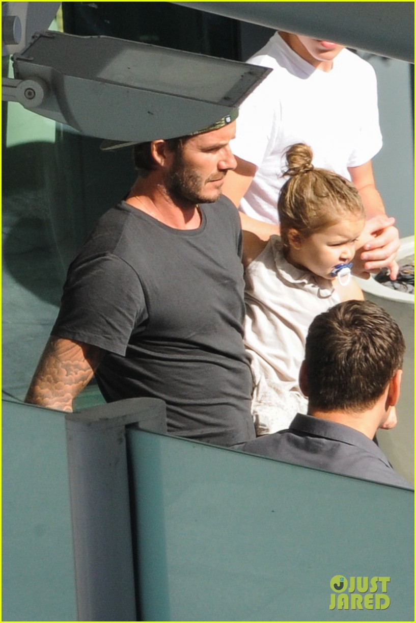 david beckham kisses cruz at soccer match 092942031