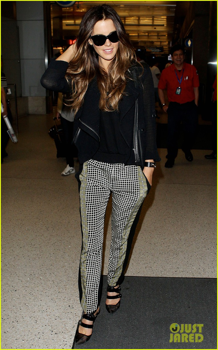 kate beckinsale back in the states after china trip 01