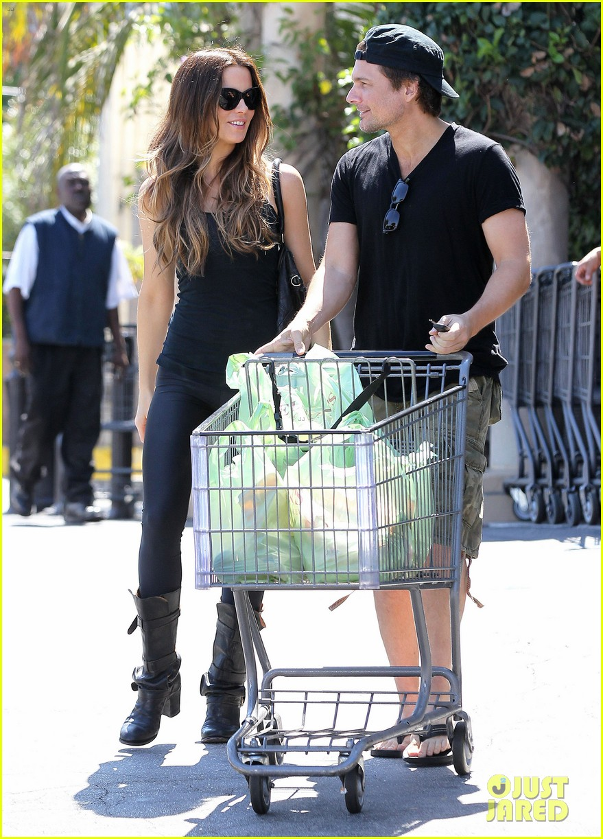 kate beckinsale len wiseman get groceries at gelsons 012954038