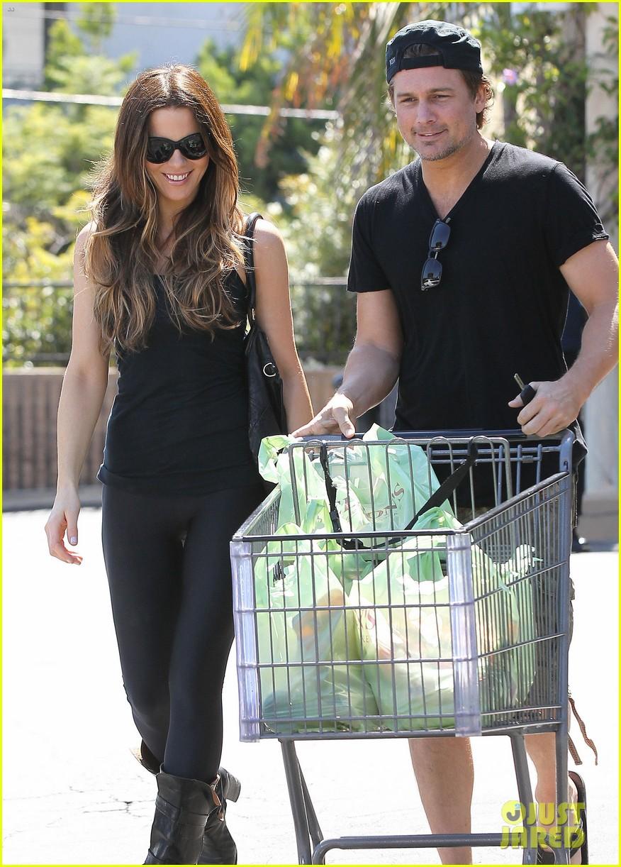 kate beckinsale len wiseman get groceries at gelsons 072954044