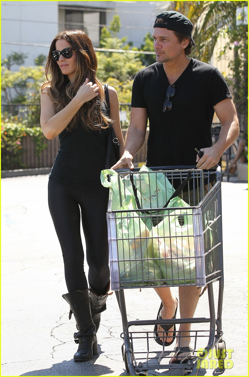 kate beckinsale len wiseman get groceries at gelsons 082954045