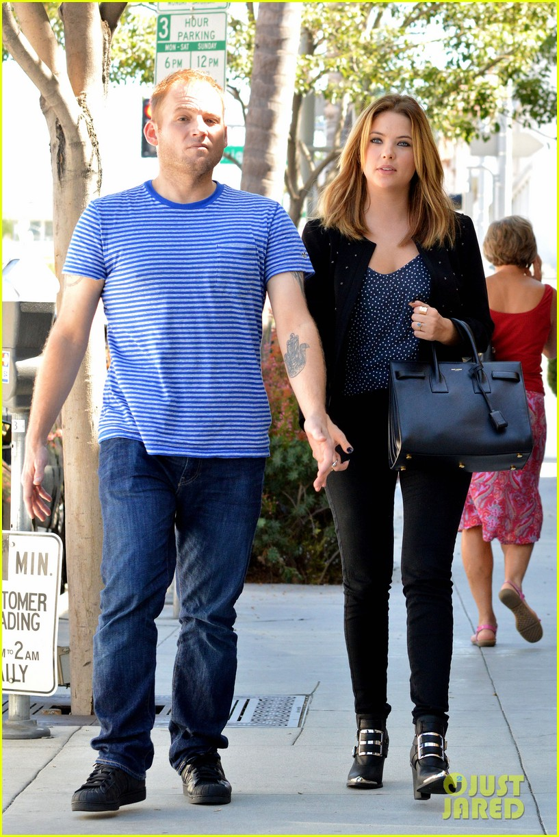 ashley benson grabs lunch with manager thor bradwell 032944066