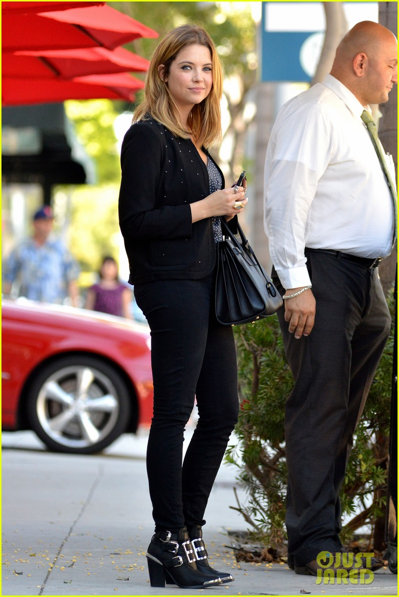 ashley benson grabs lunch with manager thor bradwell 05