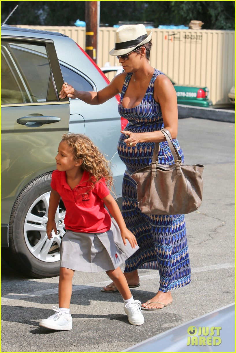 halle berry aahs shopping trip with nahla 062950693