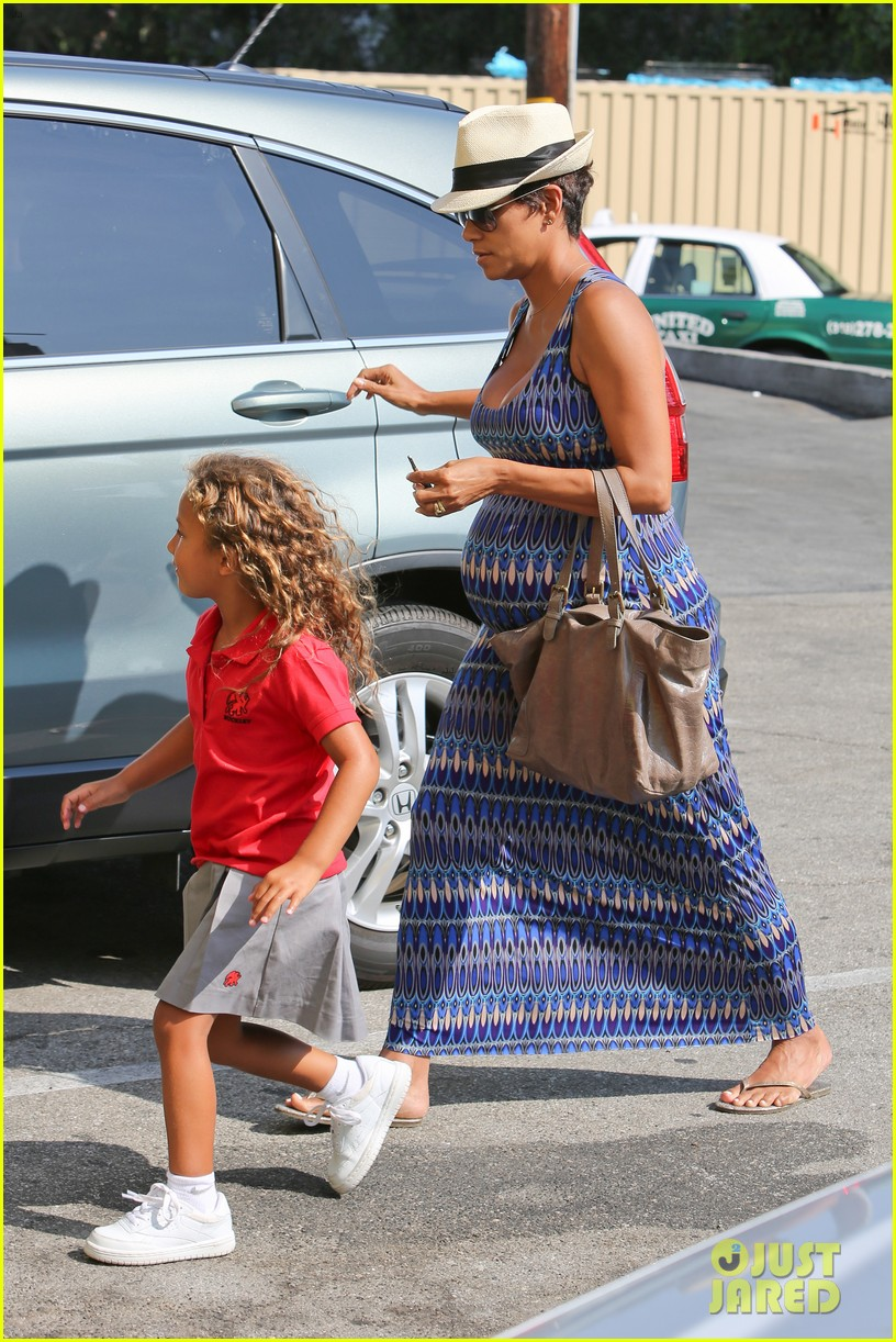 halle berry aahs shopping trip with nahla 172950704