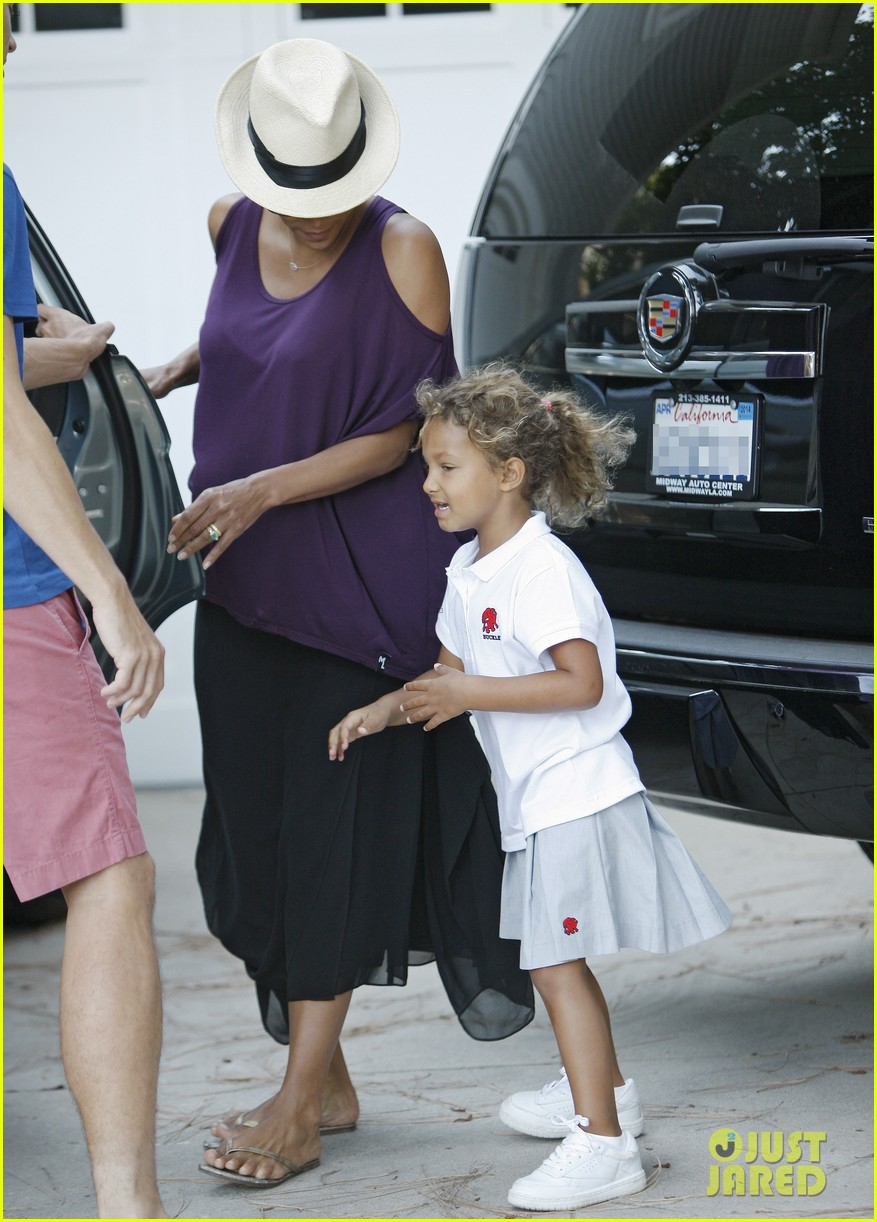 halle berry beverly hills playdate with nahla 07