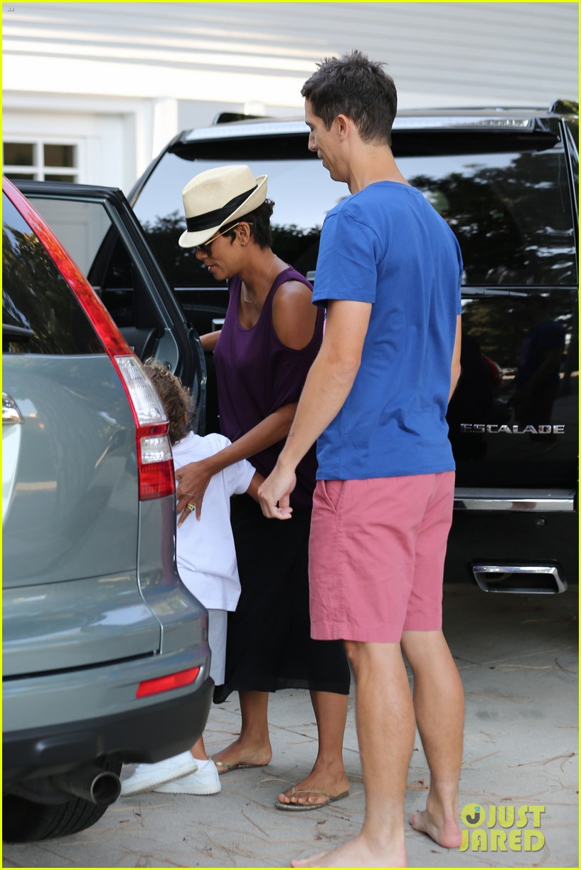 halle berry beverly hills playdate with nahla 102949147