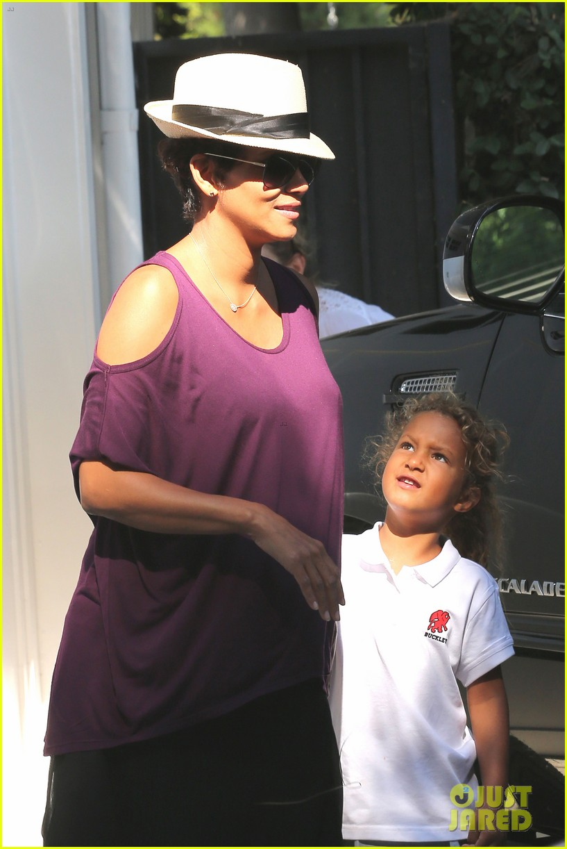 halle berry beverly hills playdate with nahla 112949148