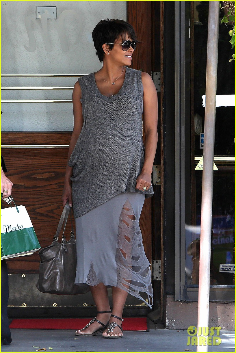 pregnant halle berry eats for two at madeos 052955579