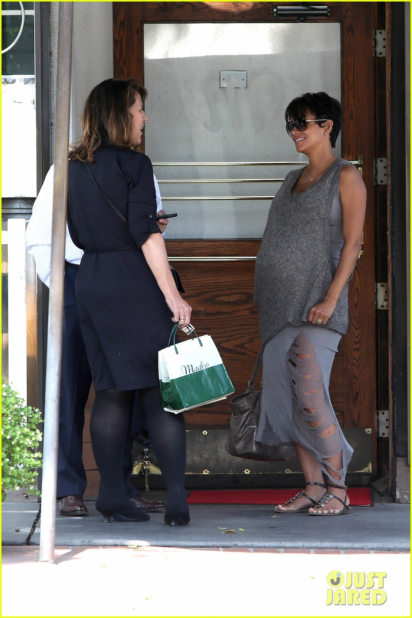 pregnant halle berry eats for two at madeos 092955583