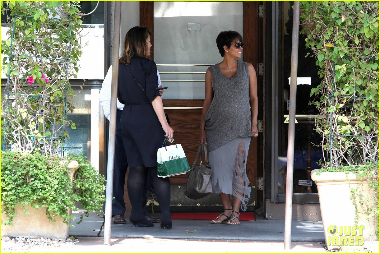 pregnant halle berry eats for two at madeos 252955599