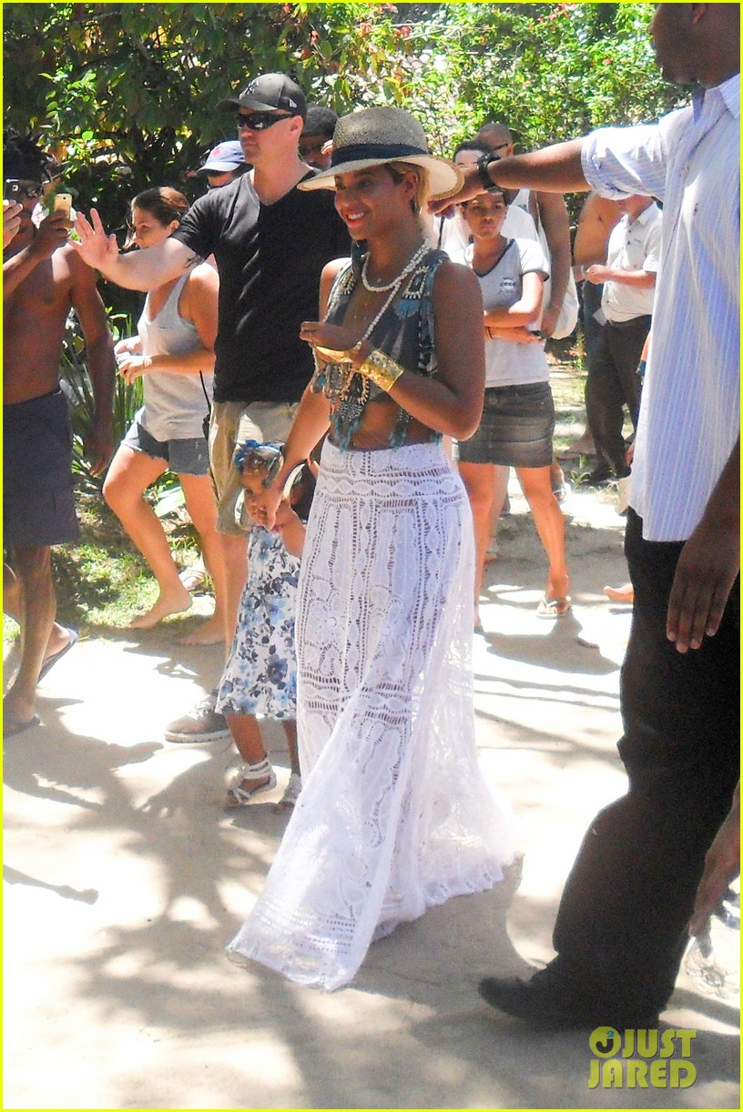 beyonce shows off soccer skills at brazil public school 072954236
