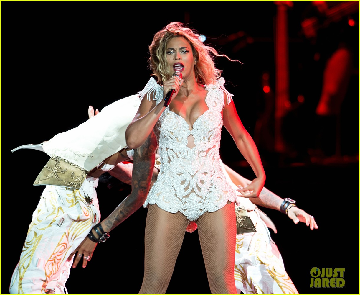 beyonce rocks new outfit at made in america festival 072941496