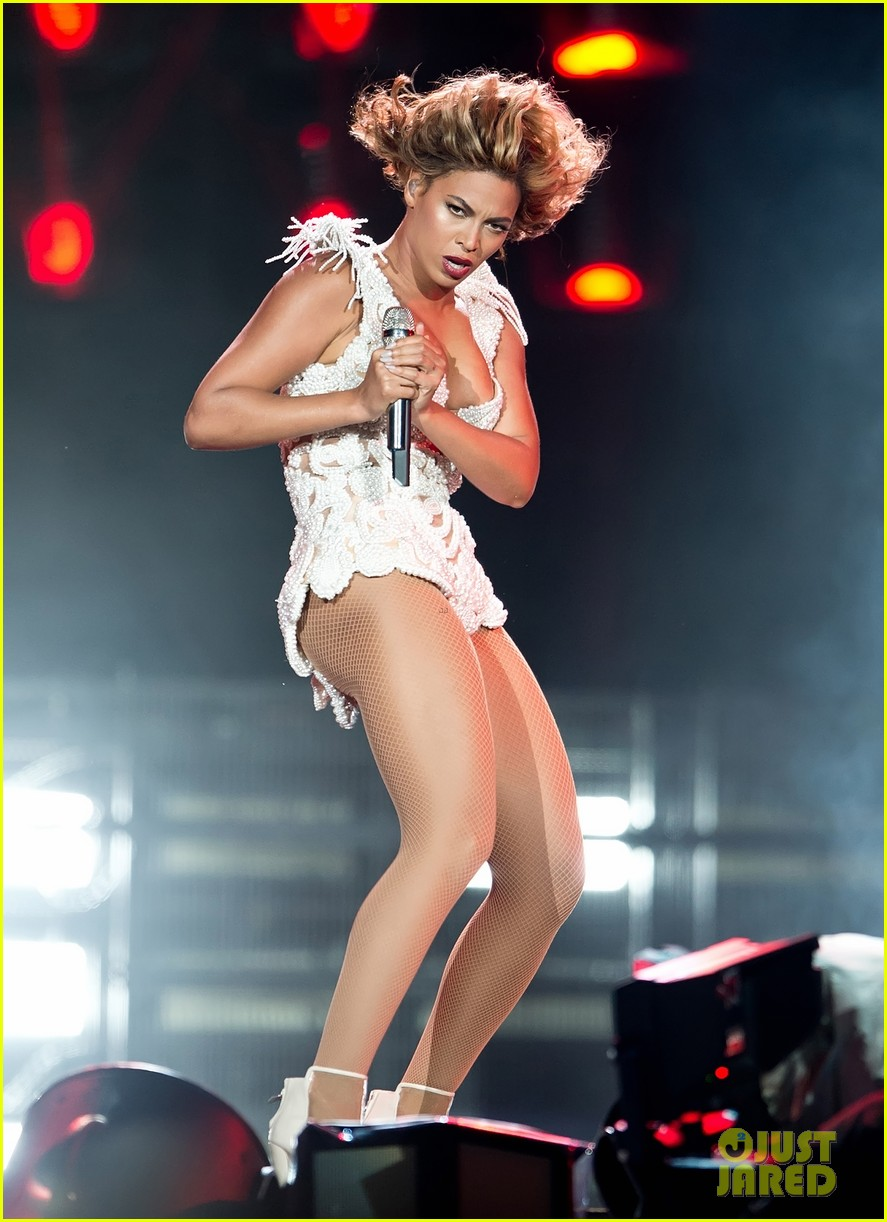 beyonce rocks new outfit at made in america festival 092941498
