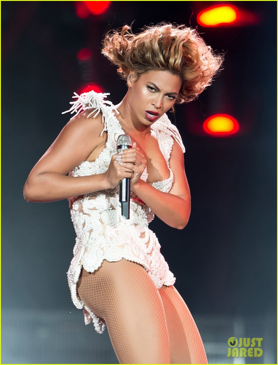 beyonce rocks new outfit at made in america festival 102941499