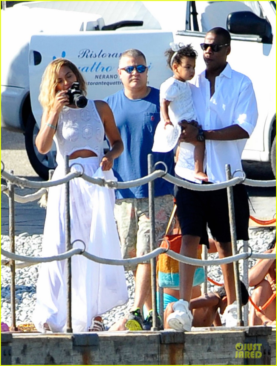beyonce jay z italian yacht vacation with blue ivy 012945414