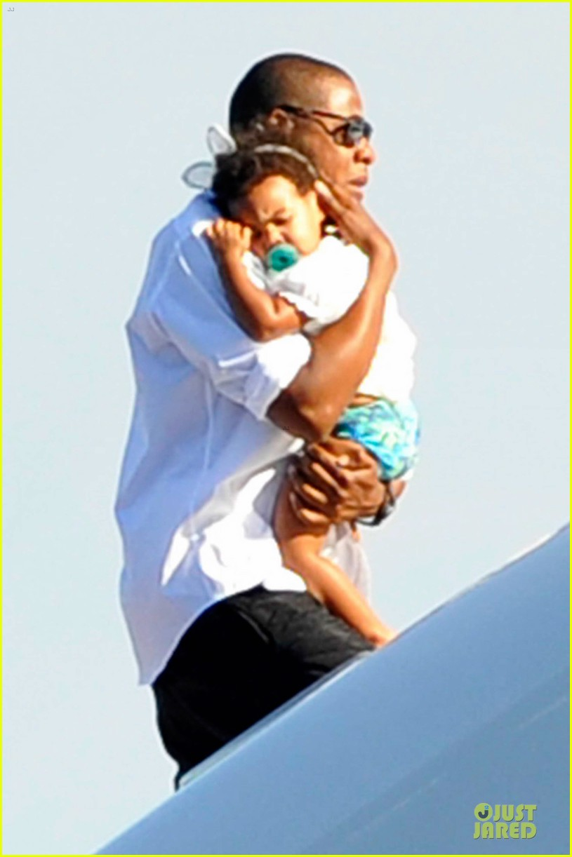 beyonce jay z italian yacht vacation with blue ivy 022945415