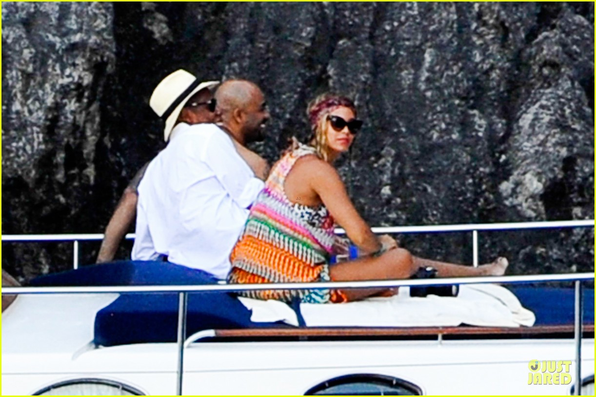 beyonce jay z italian yacht vacation with blue ivy 042945417