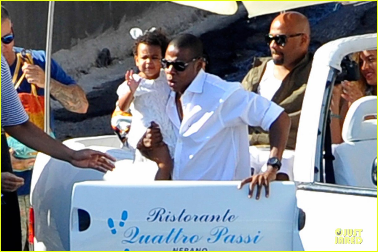 beyonce jay z italian yacht vacation with blue ivy 112945424