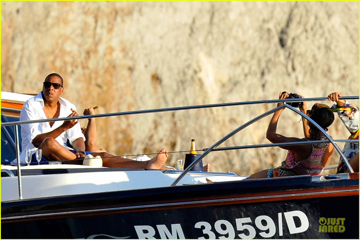 beyonce jay z italian yacht vacation with blue ivy 182945431