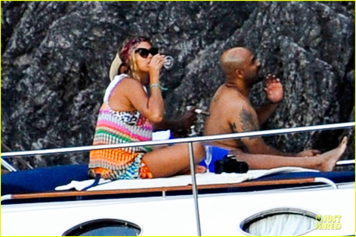 beyonce jay z italian yacht vacation with blue ivy 192945432