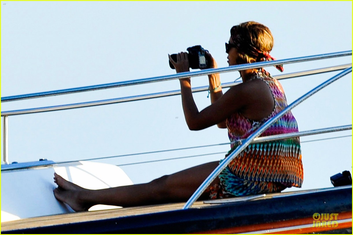 beyonce jay z italian yacht vacation with blue ivy 222945435
