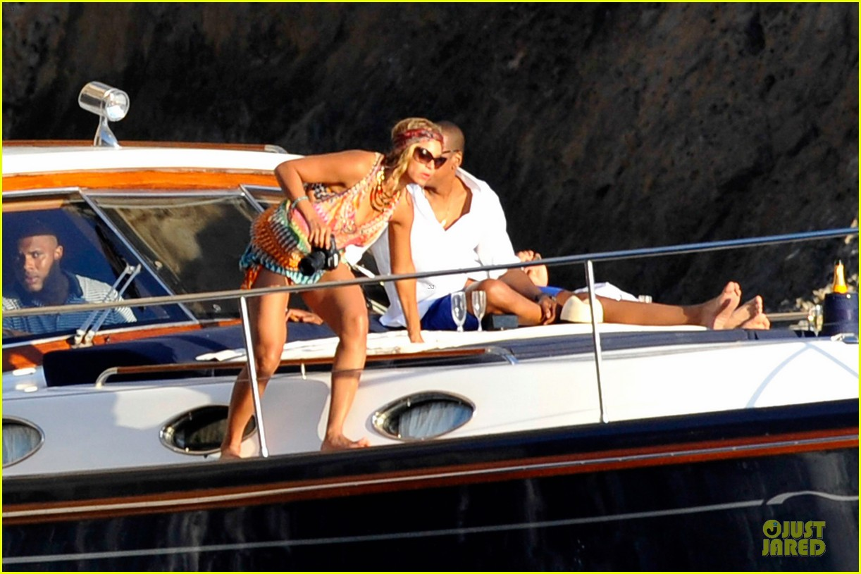 beyonce jay z italian yacht vacation with blue ivy 232945436