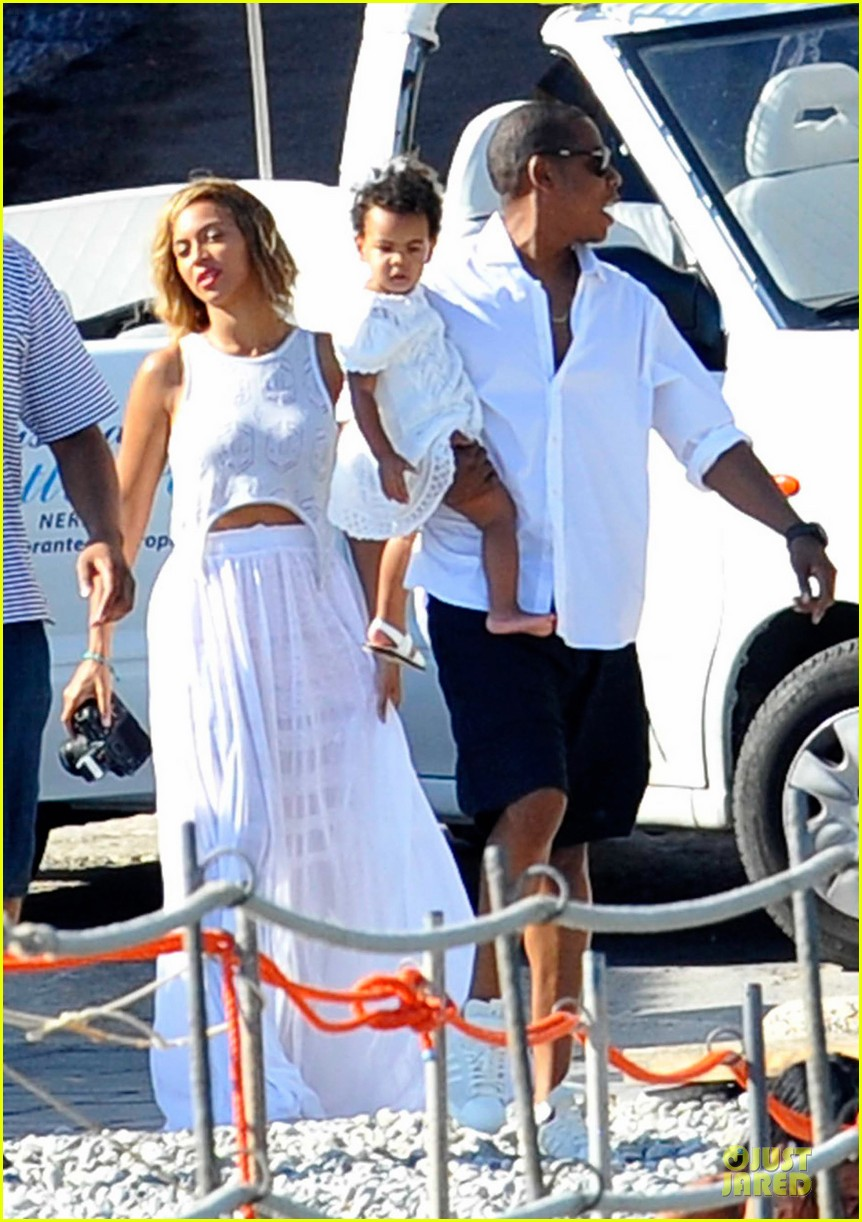 beyonce jay z italian yacht vacation with blue ivy 242945437