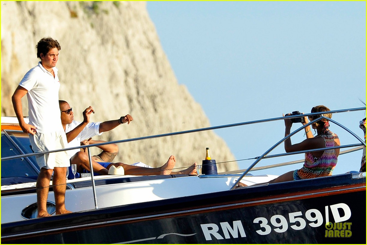 beyonce jay z italian yacht vacation with blue ivy 262945439