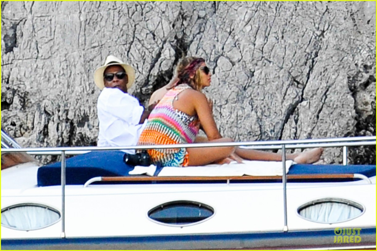 beyonce jay z italian yacht vacation with blue ivy 272945440