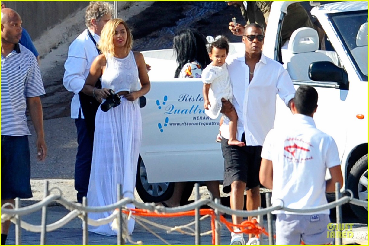 beyonce jay z italian yacht vacation with blue ivy 312945444