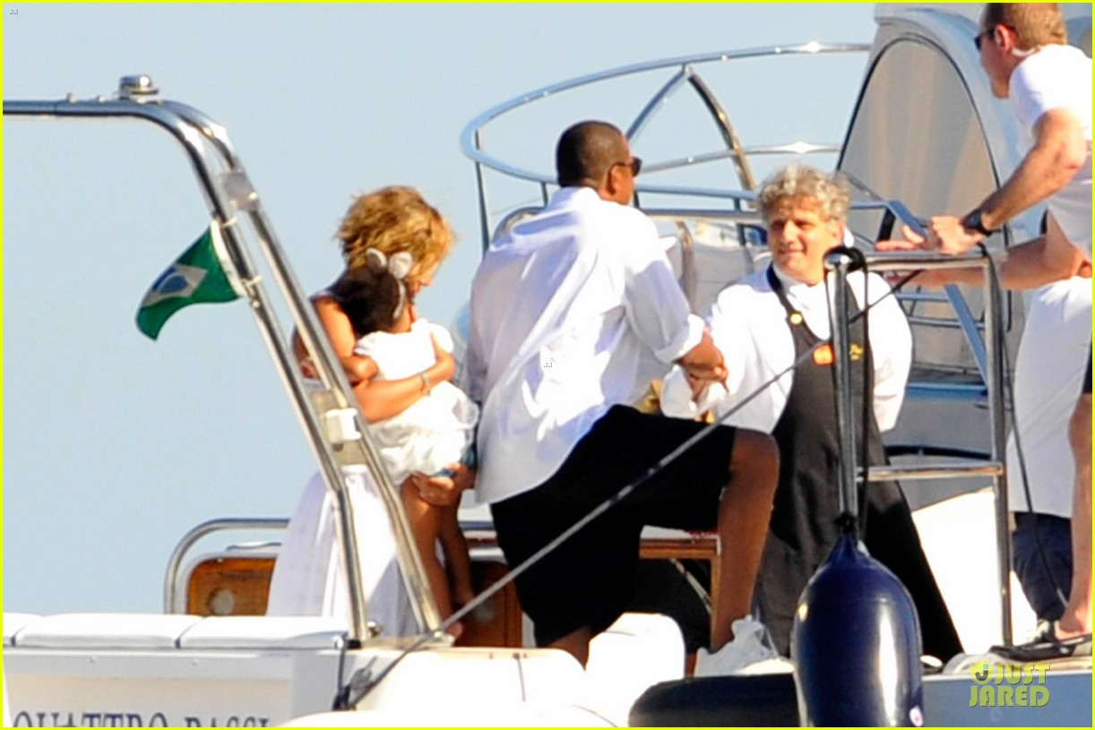 beyonce jay z italian yacht vacation with blue ivy 32