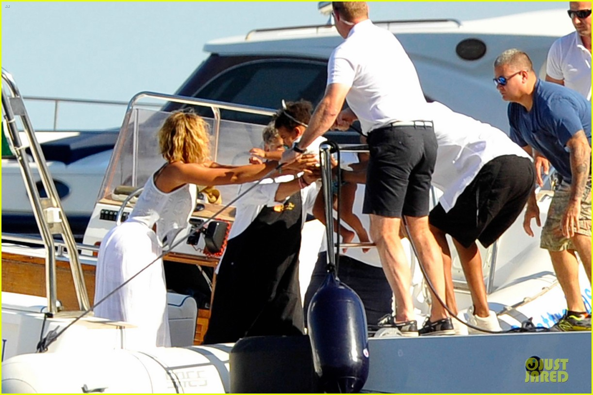 beyonce jay z italian yacht vacation with blue ivy 352945448