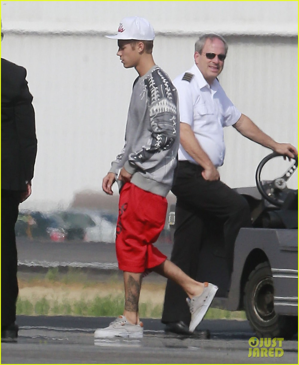 justin bieber private plane from denver to burbank 012942621