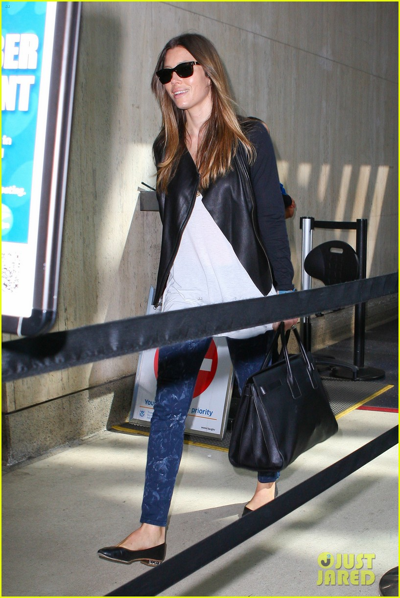 jessica biel officialy changes her last name to timberlake 022950720