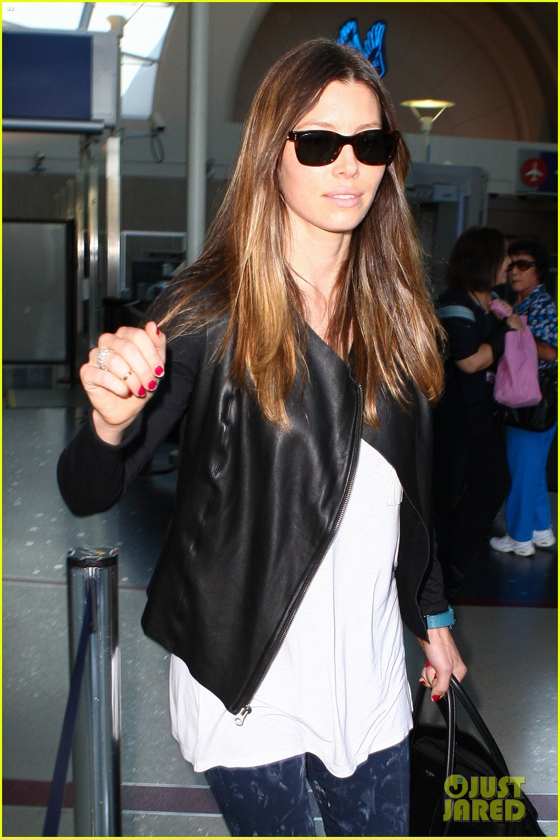 jessica biel officialy changes her last name to timberlake 042950722