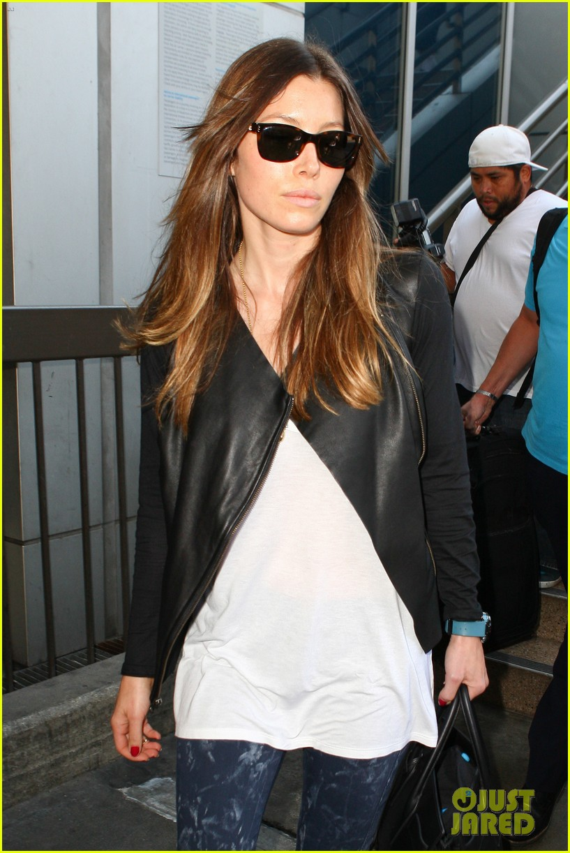 jessica biel officialy changes her last name to timberlake 072950725