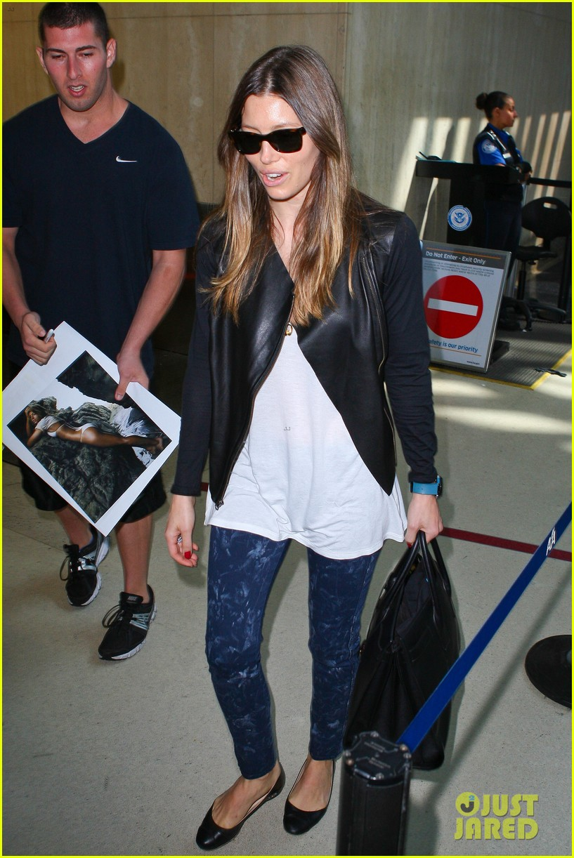 jessica biel officialy changes her last name to timberlake 082950726