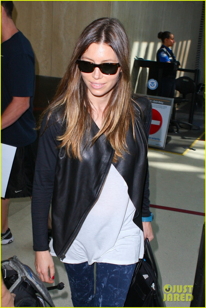 jessica biel officialy changes her last name to timberlake 092950727