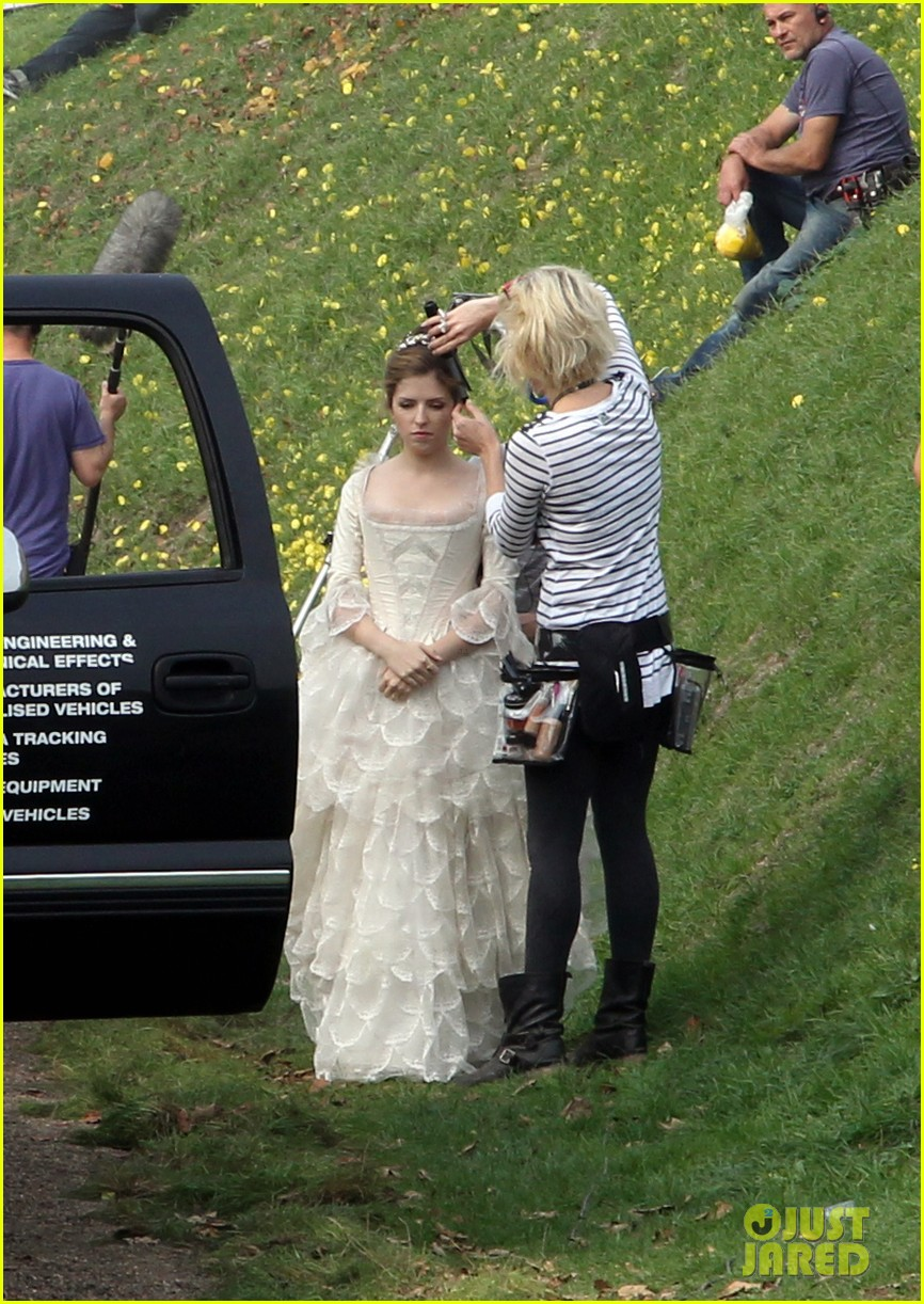 emily blunt anna kendrick into the wood first set pics 102959834