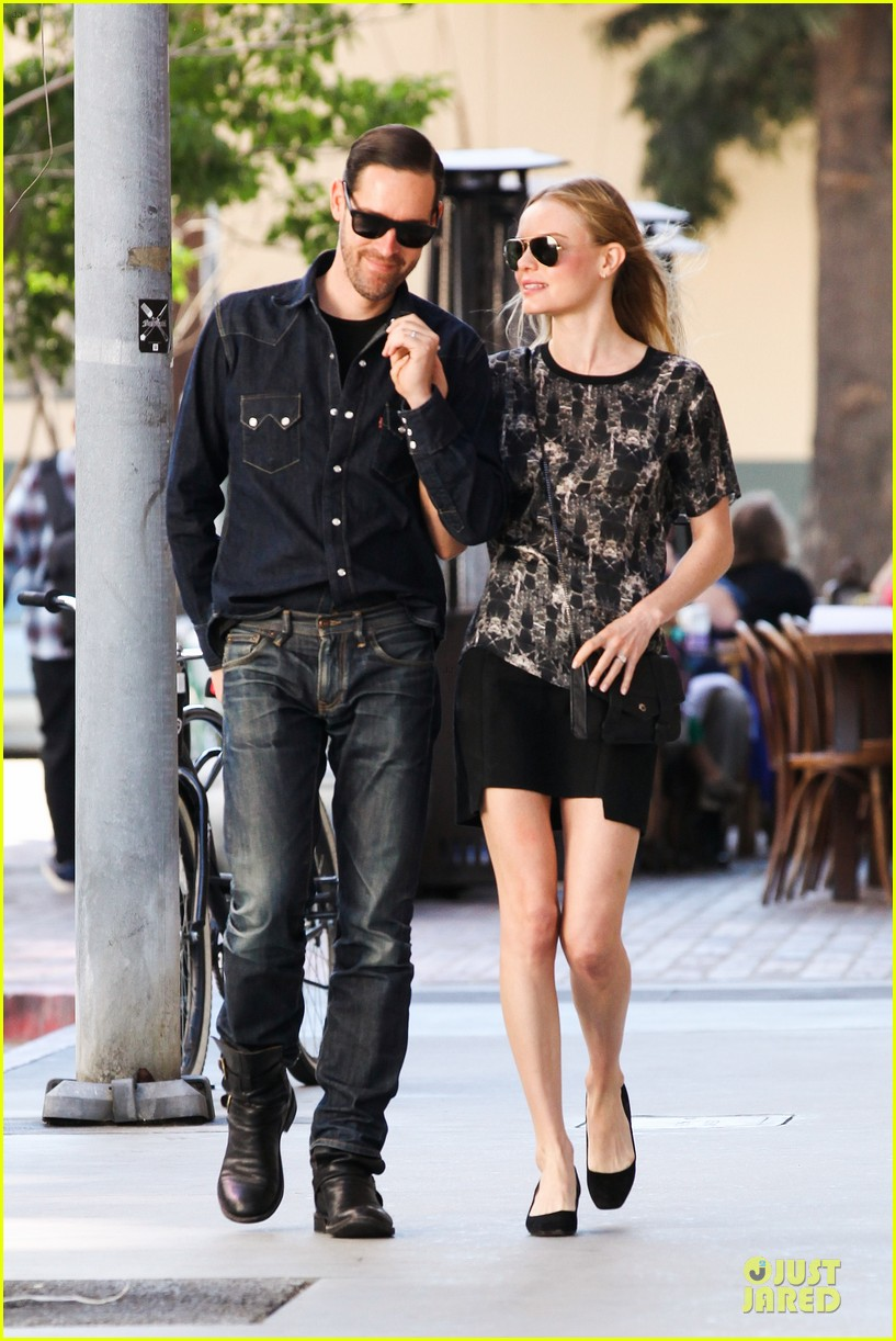 kate bosworth michael polish hold hands after catalina festival 012959332